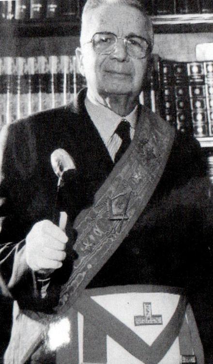 Licio Gelli como Maestro Venerable de la logia francmasónica Propaganda Due (P-2).