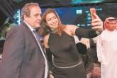 Platini renuncia a candidatura a la FIFA tras acusaciones de corrupción
