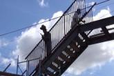 Aun no culmina instalación de puente peatonal en Rubenia