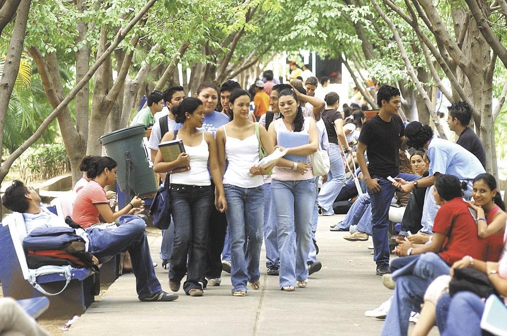 """La cifra de """"ninis"""" representa el 19.3 por ciento del total de jóvenes en la región, y es especialmente elevada en Centroamérica, México y Colombia. LA PRENSA/Archivo"""