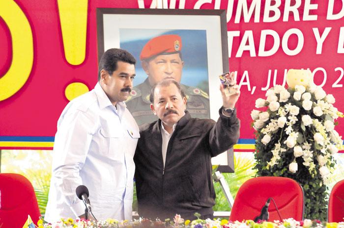 Nicolás Maduro, presidente de Venezuela, con Daniel Ortega, presidente inconstitucional de Nicaragua. LA PRENSA