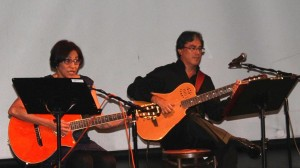 Marlene Álvarez (Del grupo Pancasan) y Luis Manuel Guadamúz, guitarrista y director del grupo Libertad.LAPRENSA/CORTESIA