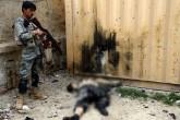 Talibán infiltrado mata a diez policías en Afganistán