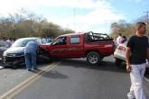 Triple colisión obstaculiza tráfico