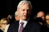 Julian Assange acusa a David Cameron de difamación