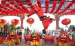 Artistas participan en la celebración del nuevo año lugar, en Beijing. LA PRENSA/EFE