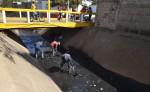 Diferentes cuadrillas de la Alcaldía de Masaya  están limpiando a todo lo largo del cauce del mercado municipal, para evitar más contaminación.  LA PRENSA/ NOEL. GALLEGOS