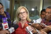 Vuelven a cuestionar doble nacionalidad de Kitty Monterrey