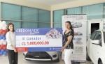 La ganadora de la promoción  Credomatic regalona  decidió llevarse el dinero en efectivo.  la prensa/cortesía
