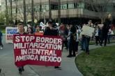Reciben a Barack Obama con protesta en Los Ángeles