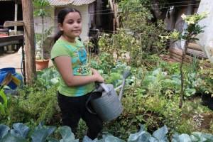A sus nueve años, Miriam Largaespada, es una experta en botánica, le da clase a cualquiera. LA PRENSA/ A. MORALES