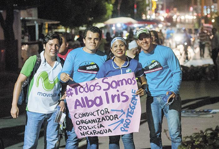 Fue notorio el entusiasmo con que participaron centenares de personas en la caminata de anoche. LA PRENSA/J. TORRES