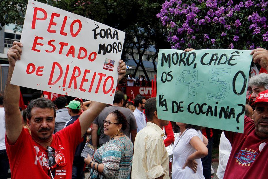Manifestantes simpatizantes del Gobierno de Dilma Rousseff. LA PRENSA/EFE