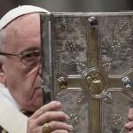 El papa Francisco celebra la Santa Misa Crismal del Jueves Santo en la basílica de San Pedro del Vaticano EFE/Angelo Carconi
