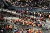 Derrumbe en la India deja 19 muertos y buscan sobrevivientes