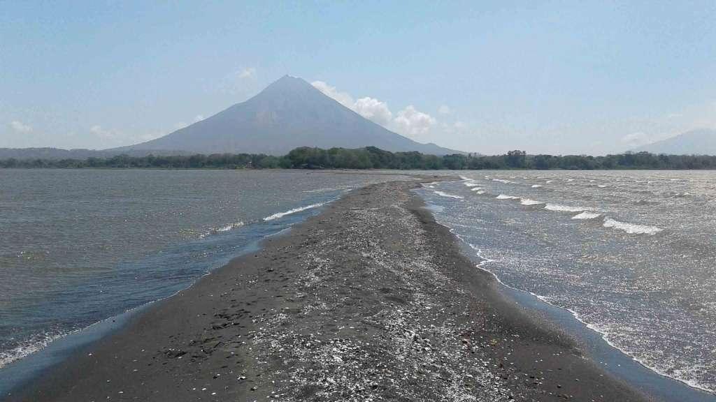 Los empresarios turísticos de Ometepe dicen que nunca la Punta de Jesús María había estado tan amplia y seca como se ve ahora. LA PRENSA/R.VILLAREAL