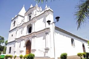 El tour inicia con un recorrido por basílica de la Virgen de Concepción en El Viejo, Chinandega