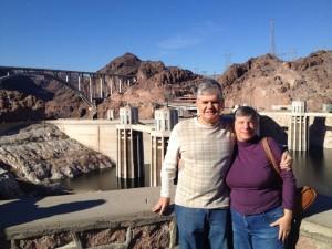 Junto a su esposa Debbie Perry, quién le ayuda con las estadísticas al momento de narrar. Foto: Tomada de facebook.