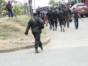 La numerosa presencia de tropas antimotines y militares en Nueva Guinea y en la ruta de la marcha, mantiene tensa a la población. LA PRENSA/J. DUARTE