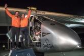 Avión Solar Impulse 2 aterriza en California tras cruzar el Pacífico