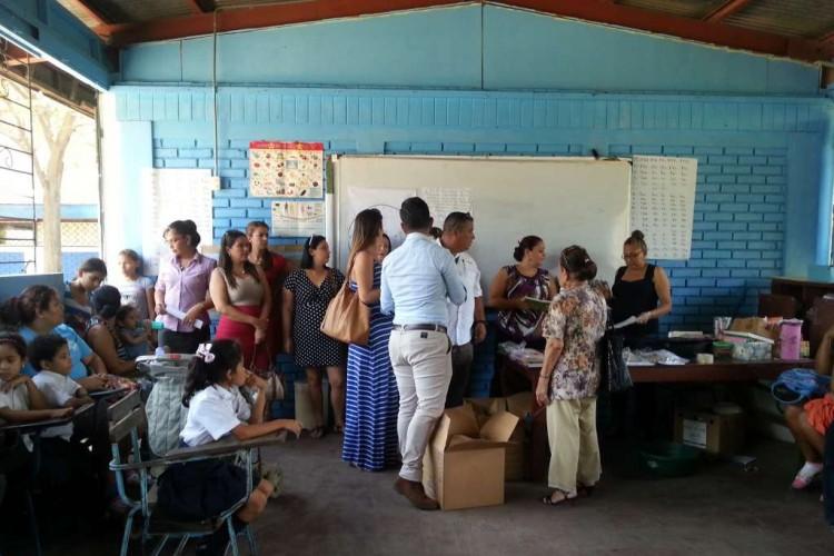 Académicos costarricenses comparten en Nicaragua material sobre el cuido de animales