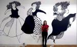 La artista Sara Frantini posa para los medios durante su participación en