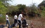 En la costa, río y estero de  San Juan se organizó una jornada de limpieza.  El próximo domingo se realizará otra actividad similar, organizada por empresarios turísticos. LA PRENSA/R. VILLARREAL
