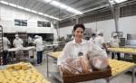 Rita Reyes, gerente general de las marcas BuonPan y Mi pancito, muestra parte de la producción. LAPRENSA/M. VALENZUELA