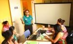 La primera parte de la sesión se enfoca en la orientación teórica  sobre la nutrición de las embarazadas. LA PRENSA/M. RODRÍGUEZ
