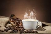 Prepare bebidas frías o calientes a base de café