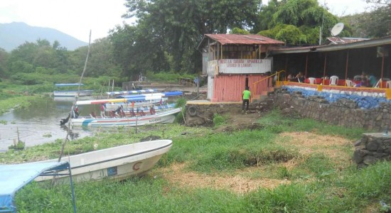 Lancheros de Granada en apuros por sequía del lago Cocibolca
