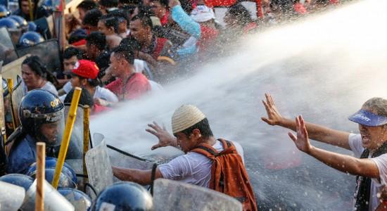 Miles marchan por el Día Internacional del Trabajo alrededor del mundo