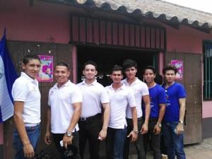 Estos jóvenes son candidatos a Mister teen Verano. LA PRENSA/L. ÁLVAREZ