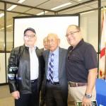 El ex jefe de las Unidades Móviles de la Guardia Nacional, Ronald Sampson Osorio, autografiando su libro. LA PRENSA/J. FLORES