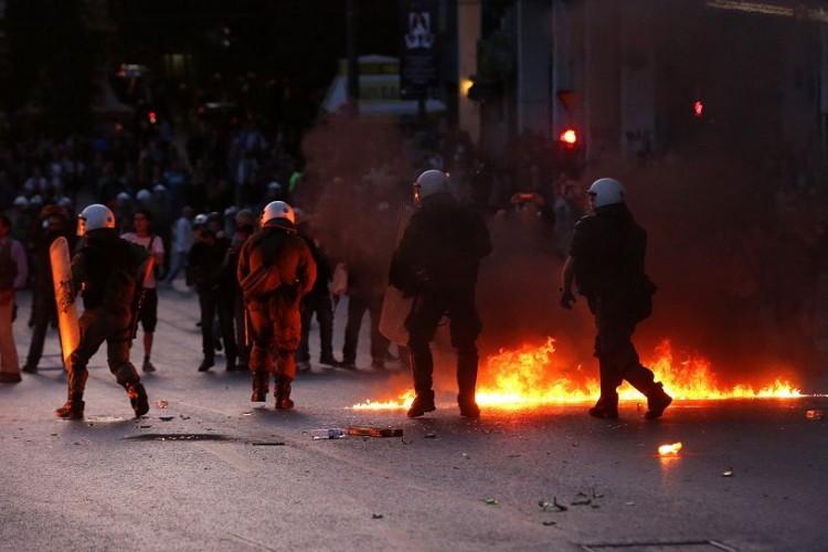 Reforma de pensiones genera protestas en Grecia