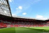 Evacúan Old Trafford antes del partido del Manchester United