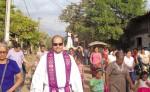 El sacerdote Douglas Guevara, párroco  de la iglesia San José, en El Viejo, Chinandega, impulsa obras de restauración. LA PRENSA/ CORTESÍA