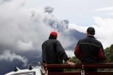 Volcán Turrialba mantiene emanación constante de ceniza en Costa Rica