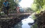 Las aguas negras, contaminación y enfermedades  están presentes entre el sector La Normal, Resistencia, El Progreso y camino hacia Los Módulos-Filadelfia. LA PRENSA/SAÚL MARTÍNEZ