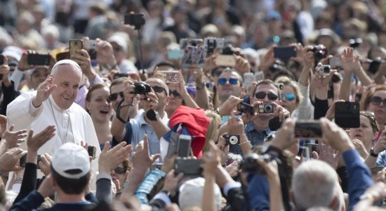 """Papa Francisco pide a Dios la """"conversión"""" de los autores de atentados"""