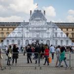 El arte hace desaparecer la pirámide del Louvre