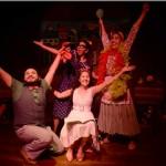 Comedia en el Teatro Justo Rufino Garay con actores jóvenes
