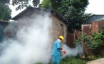 """Hoy viernes arrancó el """"Plan Barrido"""" en los barrios de Bluefields. El Minsa garantizará la fumigación intensiva casa por casa incluyendo patios y predios vacíos como medida para frenar el incremento de los casos de dengue. LA PRENSA/ IleanaLacayo."""