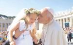 El papa Francisco manifestó su alegría  por el cese al fuego definitivo en Colombia, una país con más de 50 años de guerra. LA PRENSA/ EFE