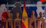 Un trabajador del museo de cera de Madrid retoca unas esculturas  de los candidatos presidenciales de España (de izquierda a derecha: Pablo Iglesia, Pedro Sánchez, Albert Rivera y Mariano Rajoy). LA PRENSA/AP