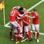 Autogol mete a Gales en los cuartos de final