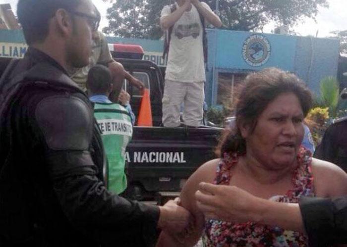 Francisca Ramírez fue custodiada por decenas de antimotines. LA PRENSA/Cortesía.
