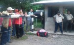 Camaroneros artesanales protestaron ayer por el cierre del paso al manglar. LA PRENSA/ S. MARTÍNEZ