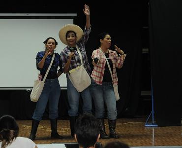 Las Hijas del Maíz abordan en su teatro los problemas en el campo