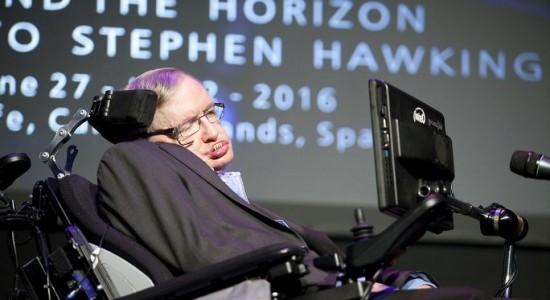 Stephen Hawking: La humanidad tiene que escapar de la Tierra para sobrevivir